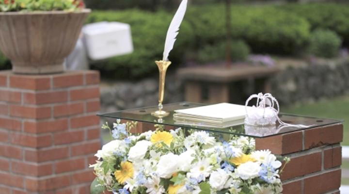 「婚姻届さえ誤魔化せば…」人前式の結婚式に参加した時、署名の場面で急に新郎がサインを拒み式は中断。後日、その理由がわかった…