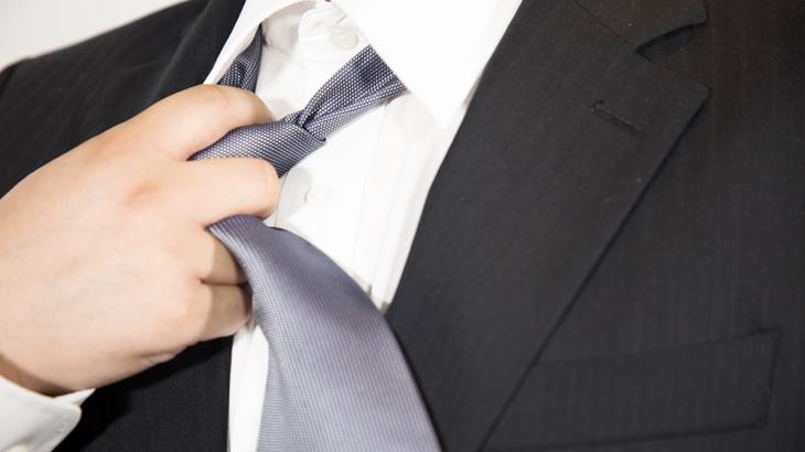 私「あら、ネクタイ替えたの?」旦那「え?」私「今朝していったの、これじゃないでしょ?」元旦那が馬鹿だった…
