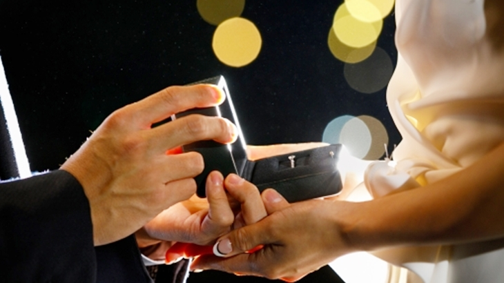 「1か月分どころか2ヶ月分もないの!」プロポーズの時にもらった婚約指輪の価格が80万円くらいでケンカになり破談に。ここから一気に人生が転落した…