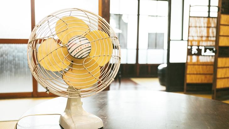 入居者「扇風機くれ」俺「自分で買ってくださいよ」入居者「買えない。捨てるのがあったらくれよ。」俺「見つかれば…」後日、電話で催促されムカついたので…