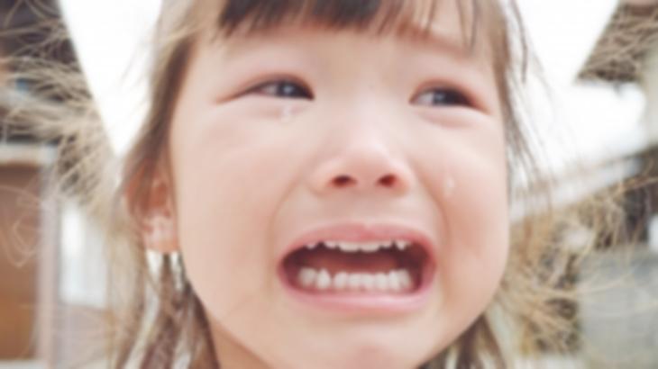 1歳の息子がケガをしたので慌てて4歳の娘と病院へ向かったんだが、なぜか娘が泣きわめいて邪魔してくる。治療が終わった後に分かったんだけど…