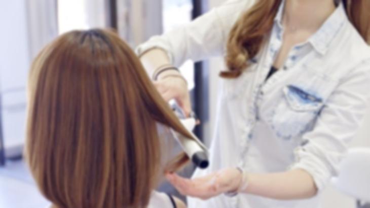 美容師「なんて遅いんだ!んなことしなくていい!」日本人美容師がアメリカで修行していた時、15分くらいかけてシャンプーしてマッサージしてたらしく、お客さんが大激怒した…
