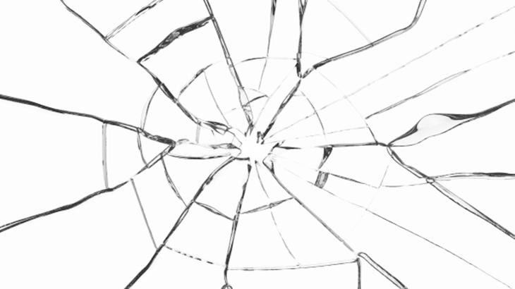 (ドジャーン!)住宅街を歩いていたら私が車の横を通り過ぎた瞬間に突然、車の窓ガラスが割れた。パニックになってしまったが、その車の持ち主に知らせようと…