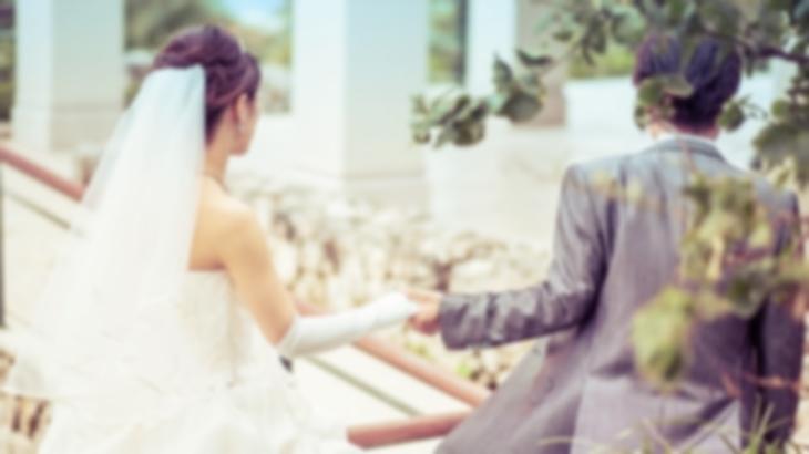 新郎母「彼女も着たいと言っています。」支配人「はぁ…そういう事なら」結婚式当日の朝、新郎母が自分が着たウェディングドレスを持ち込んできた。仕方なく披露宴でと譲歩したんだけど…