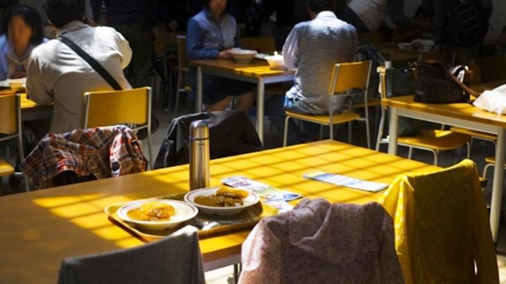 「俺それ興味ない。別の話題して」会社の食堂で同僚とお昼ご飯を食べていたら、この春から入った男性が近くに座るようになったんだけど…