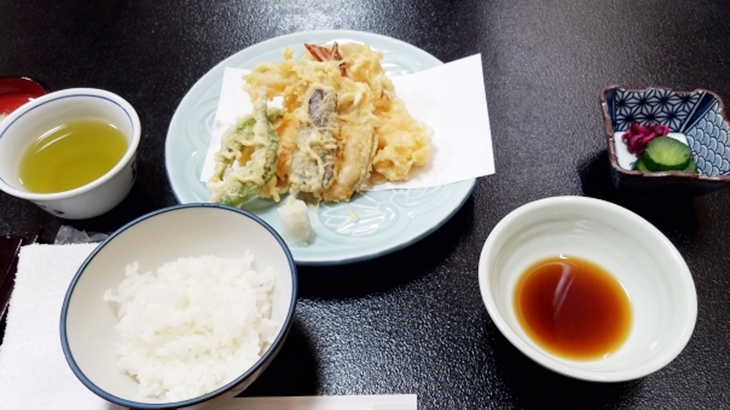 親父「天つゆあるでしょ?味がわかんねぇなら天ぷらなんか食うなよ」ふらりと入ったお店で天ぷら定食を食べるときに塩をもらおうとしたら…