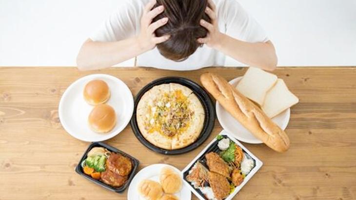 「一緒に食べようよ」旦那が夜中にハイカロリーなものをよく食べる。断ると不貞腐れるんだけど、私はあんたとは違うんだよ…