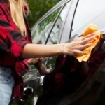 俺(あれ?なんか文字が写ってる…)社用車で信号待ちしていたら後ろから黒いベンツが衝突し、そのまま逃げて行った。しばらくして洗車しようとしたらバンパーに…